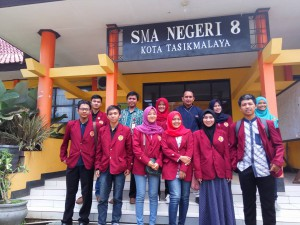 Foto bersama Tim Marketing di SMA Negeri 8 Kota Tasikmalaya