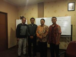 Saya berfoto bersama Prof Didik Sulistyanto setelah acara selesai